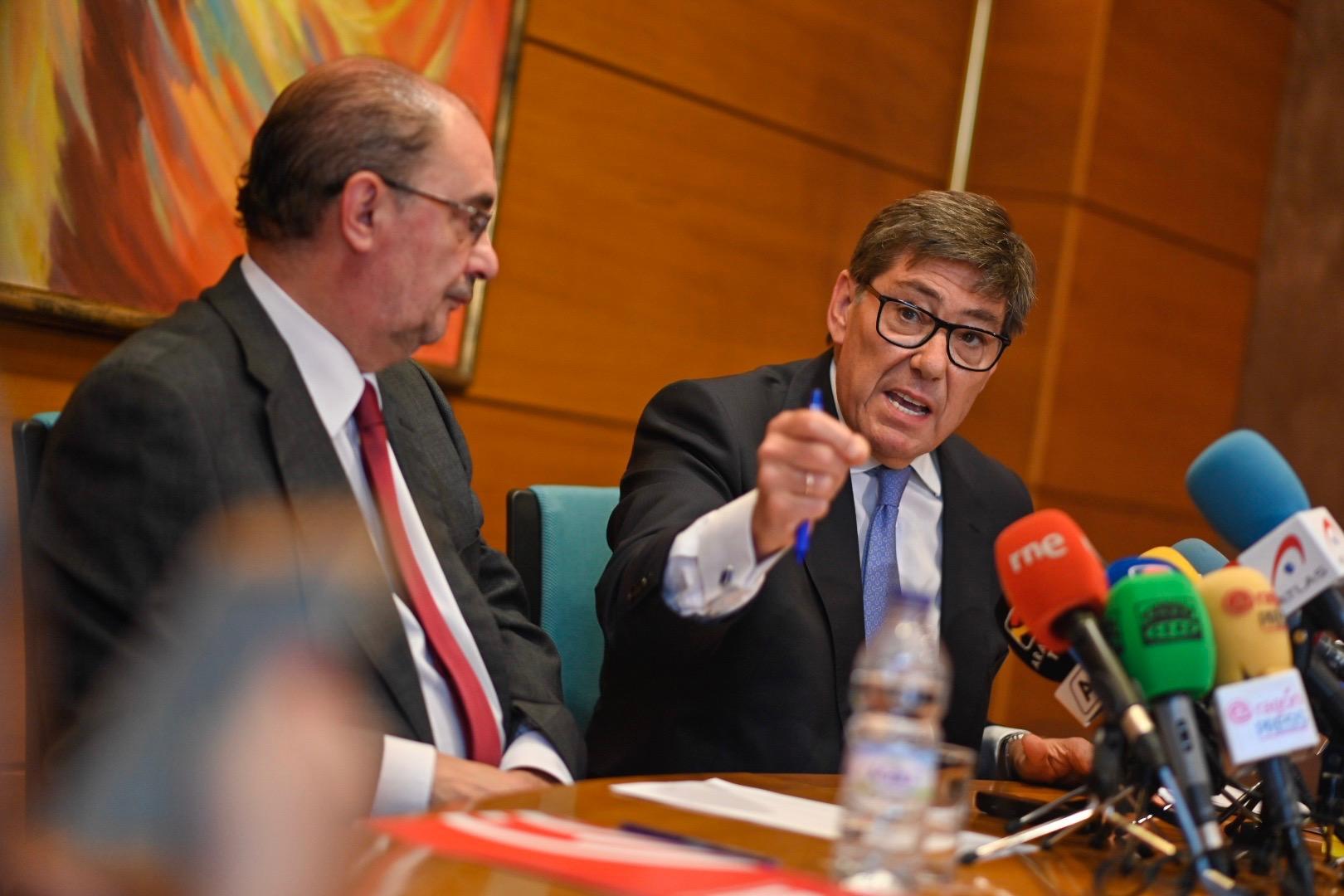 Arag n el psoe rubrica un acuerdo program tico de for Acuerdo de gobierno psoe ciudadanos